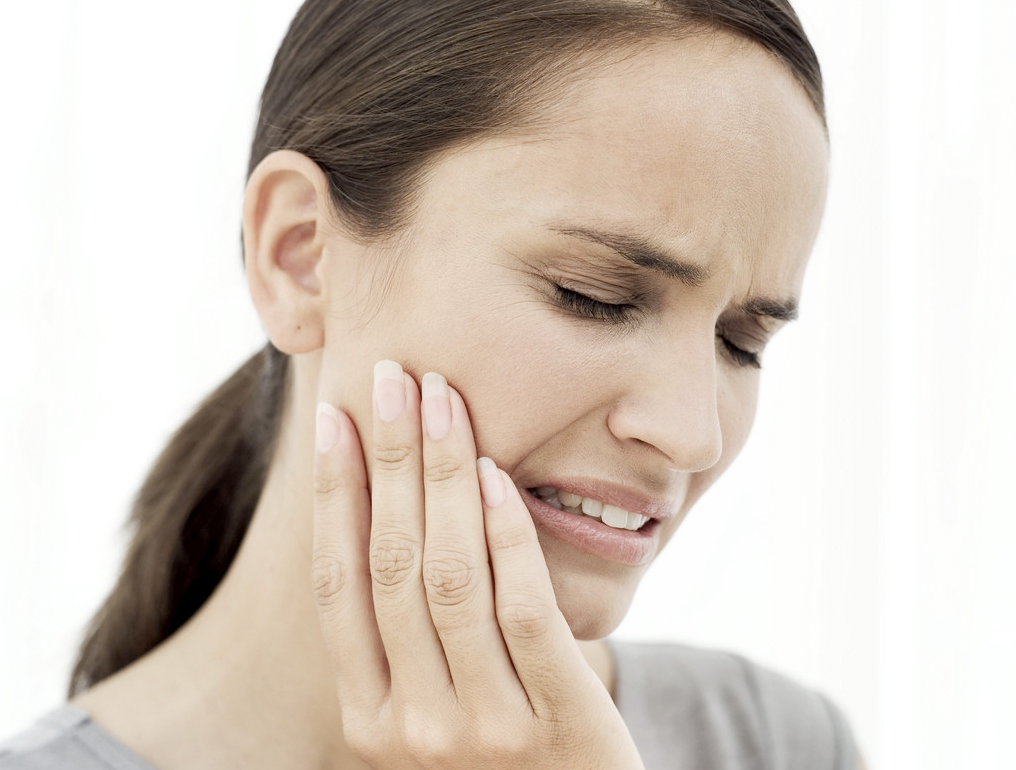 tmd jaw pain woman image